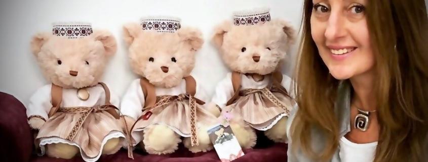 Милана Цховребова. Медведи в национальных костюмах 1