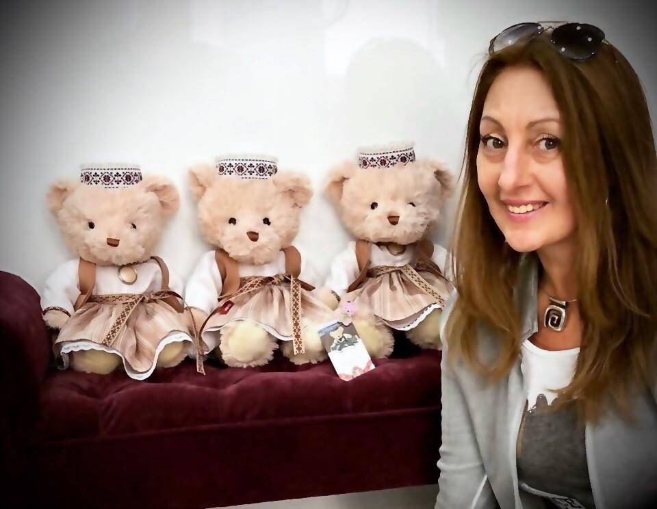 Милана Цховребова. Медведи в национальных костюмах 2